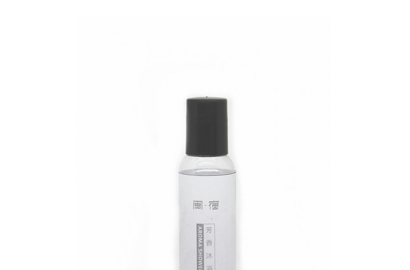 Labelling Hotel Cosmetic Bottle